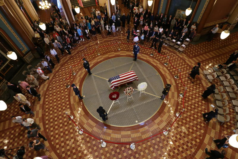 Hundreds of people filed past the casket of former Gov. Robert D. Ray, which lay in state in the Capitol rotunda Thursday evening.