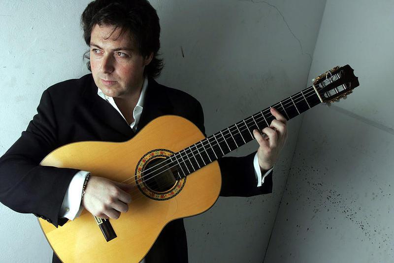 Guitarist Jose Luis de la Paz
