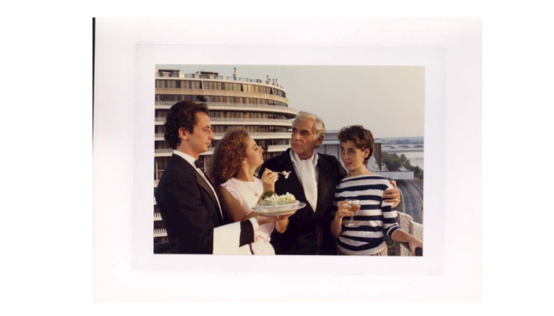 Bernstein and his children at the Watergate complex, Washington D.C.