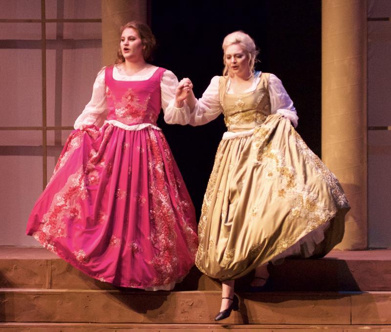(Left to right) Natalie Rumer as Dorabella; Natalie Nelson as Fiordiligi