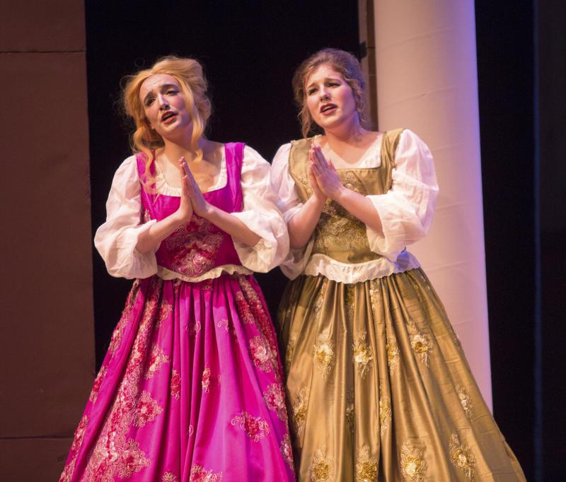 (Left to right) Aidan Spencer as Dorabella; Emily Dirks as Fiordiligi