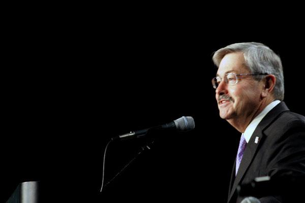 Gov. Branstad speaks to a state bullying summit in November. His education reform bill does not address school bullying.