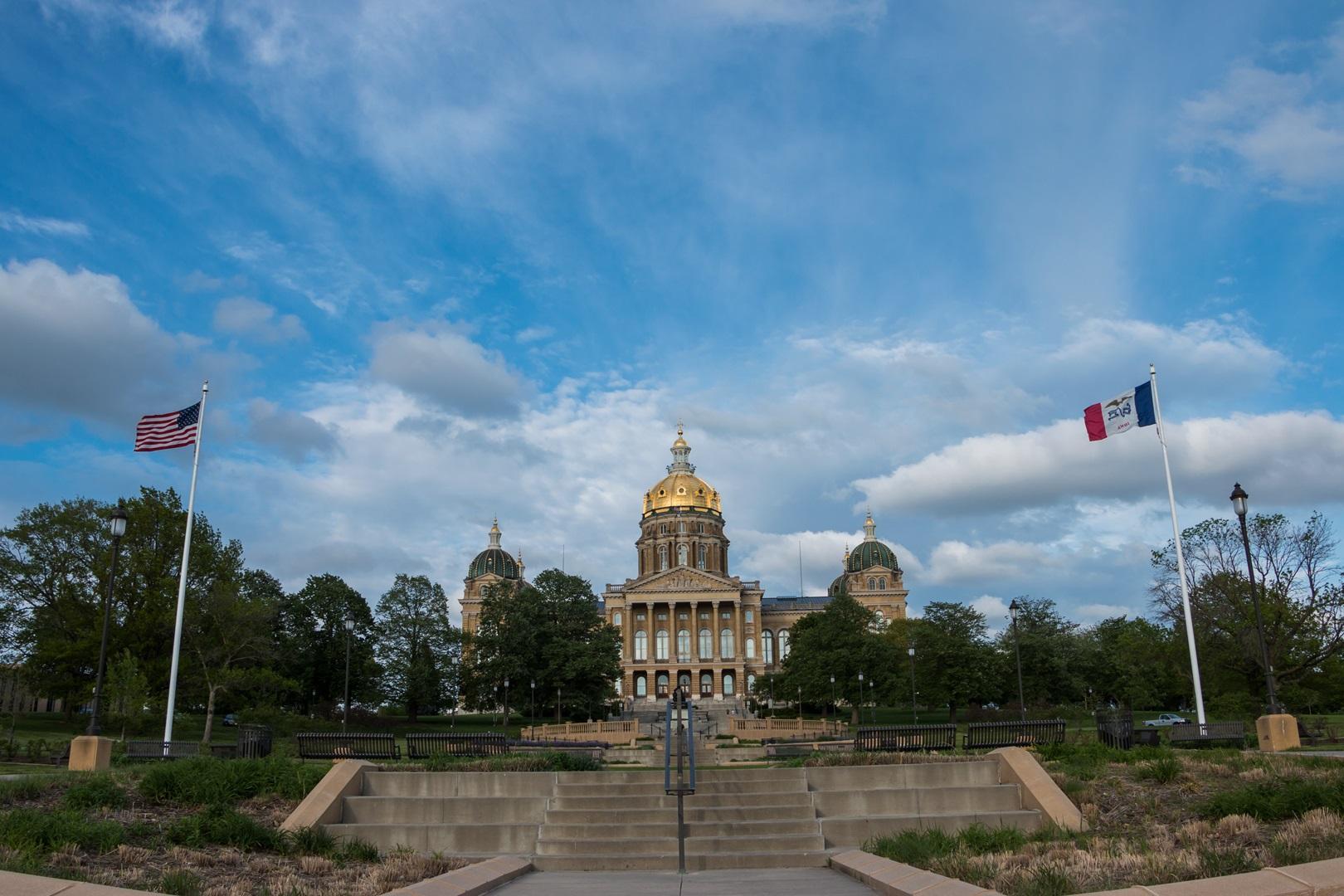 Iowa Senate passes texting and driving bill
