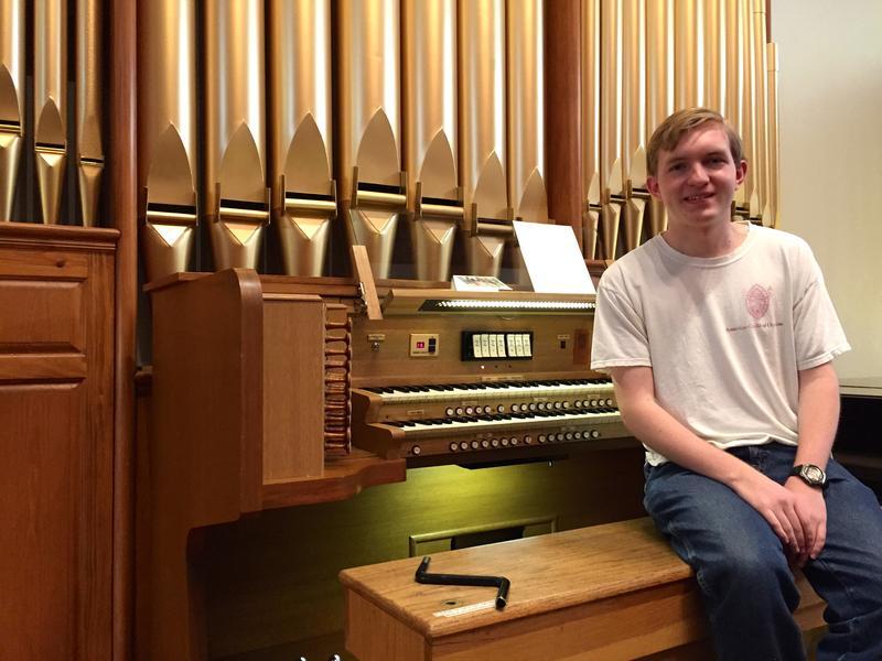 Organist Bryan Dunnewald