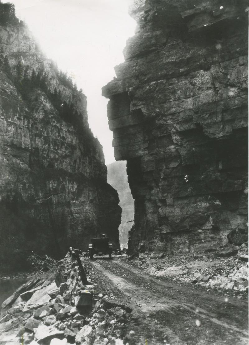 A car driving in Glenwood Canyon in 1906