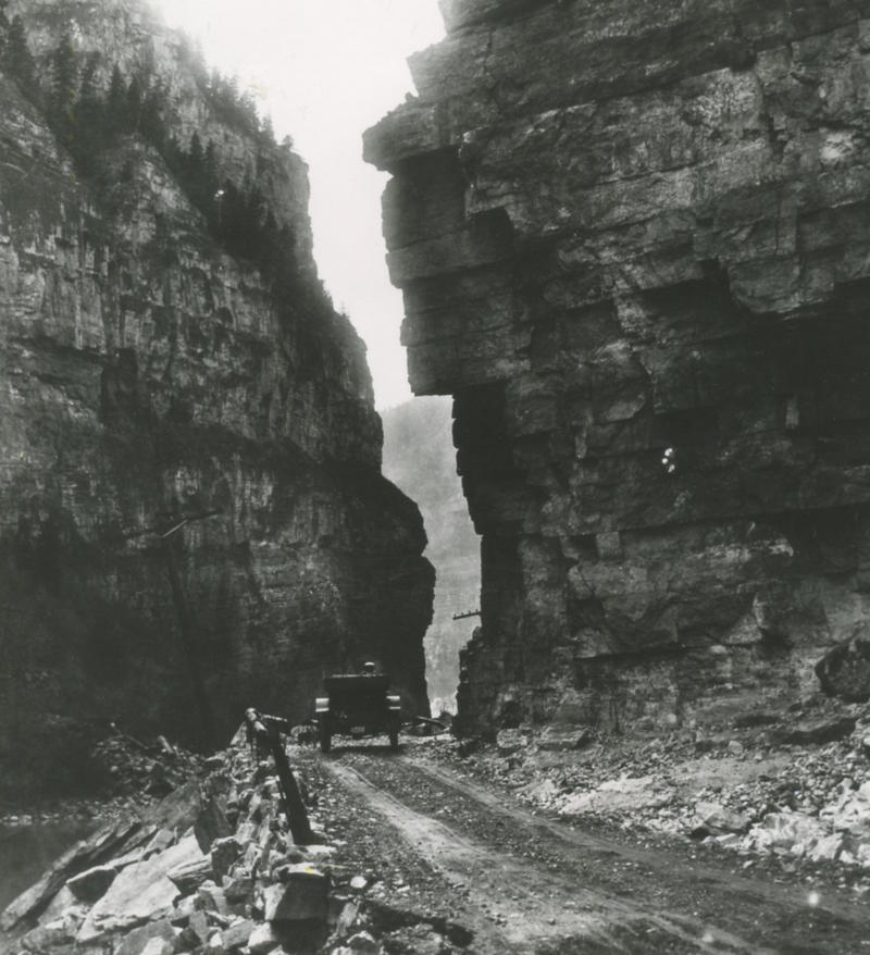 A car driving in Glenwood Canyon in 1906.