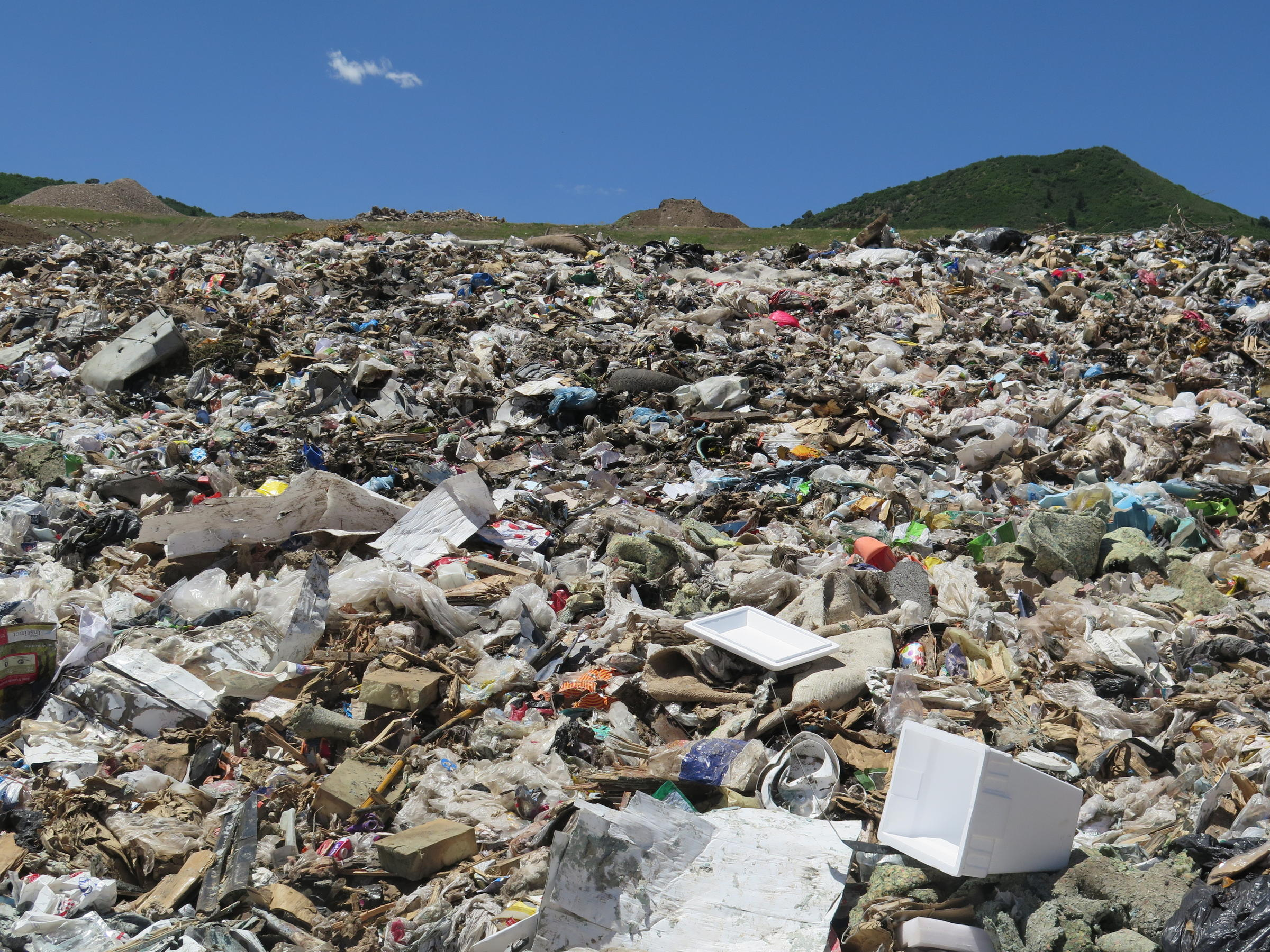 Pitco 39 talking trash 39 to extend landfill life aspen for Anything of waste material