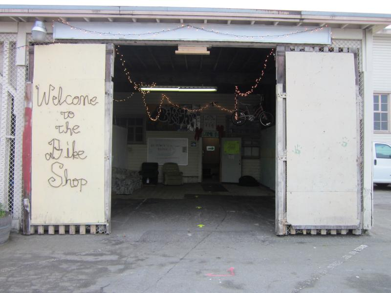 The entrance of Changing Gears, the Alameda Point bicycle workshop