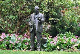 John McLaren's statue stands in Golden Gate Park, not the San Francisco park named after him.