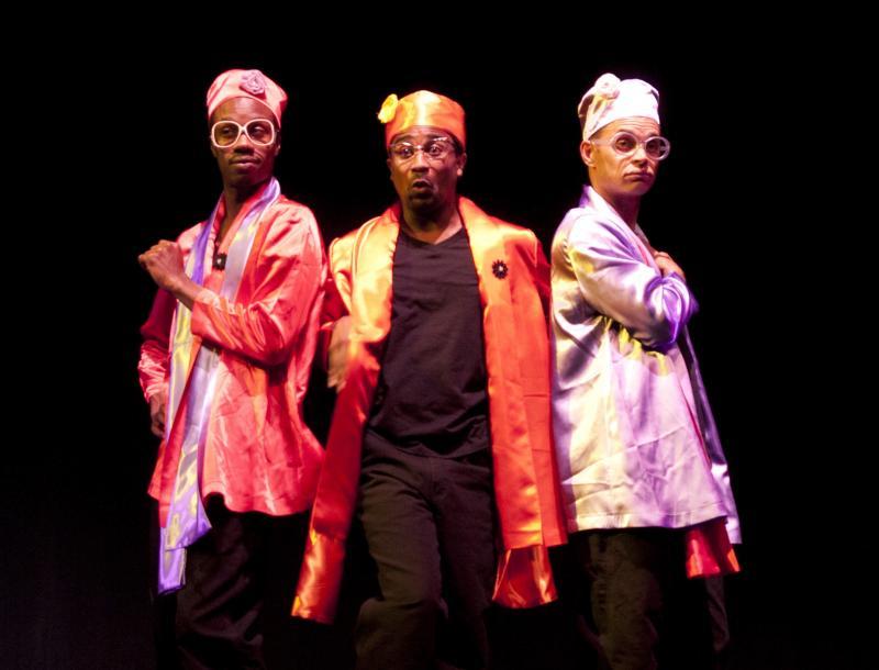 Pomo Afro Homos onstage