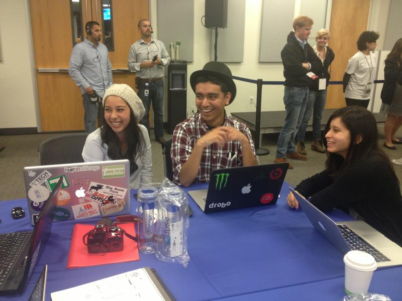 Sarahi Salamanca (left) and her hackathon team.