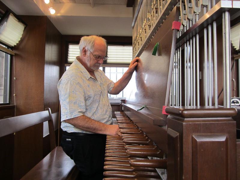 Carillonist Jeff Davis