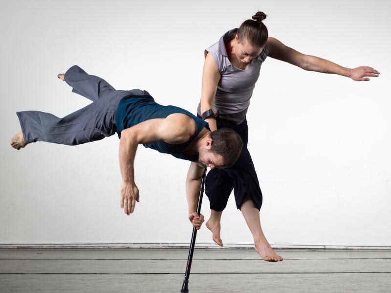 AXIS Dance Company 2012. Dancers: Emily Eifler & Sebastian Grubb. In choreography by Amy Seiwert.