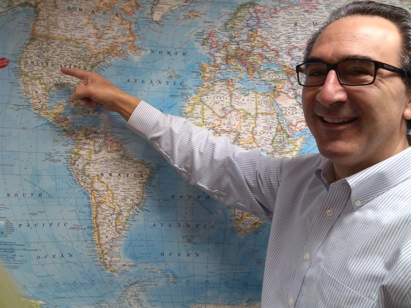 Paul Salazaar is the Urban Astronomer.