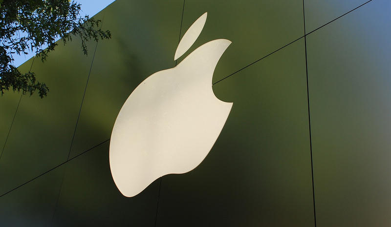 """""""Apple Store"""" by Flickr user Adam Fagan, used under CC by-NC SA 2.0/resized and cropped"""
