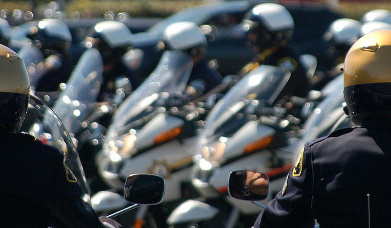 The Oakland City Council voted early Wednesday morning to delay a planned 2017 police academy.