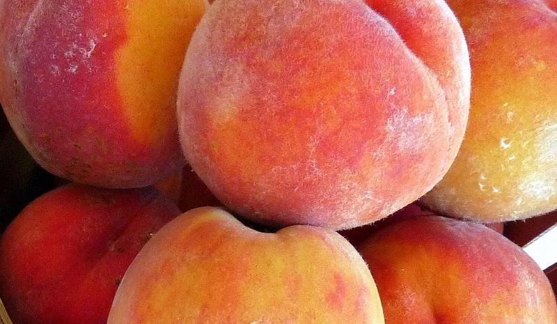 Peaches, by flickr user ewan traveler