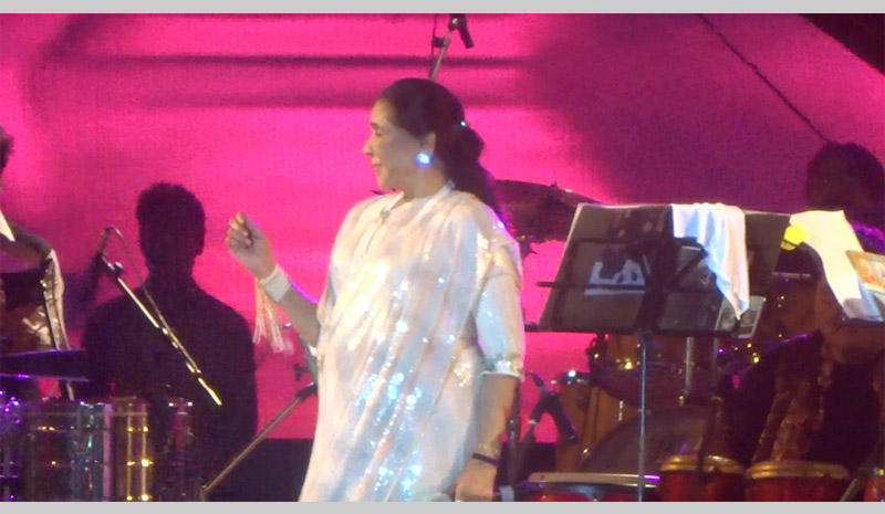 Ashe Bhosle shimmy's onto the stage in Kolkata