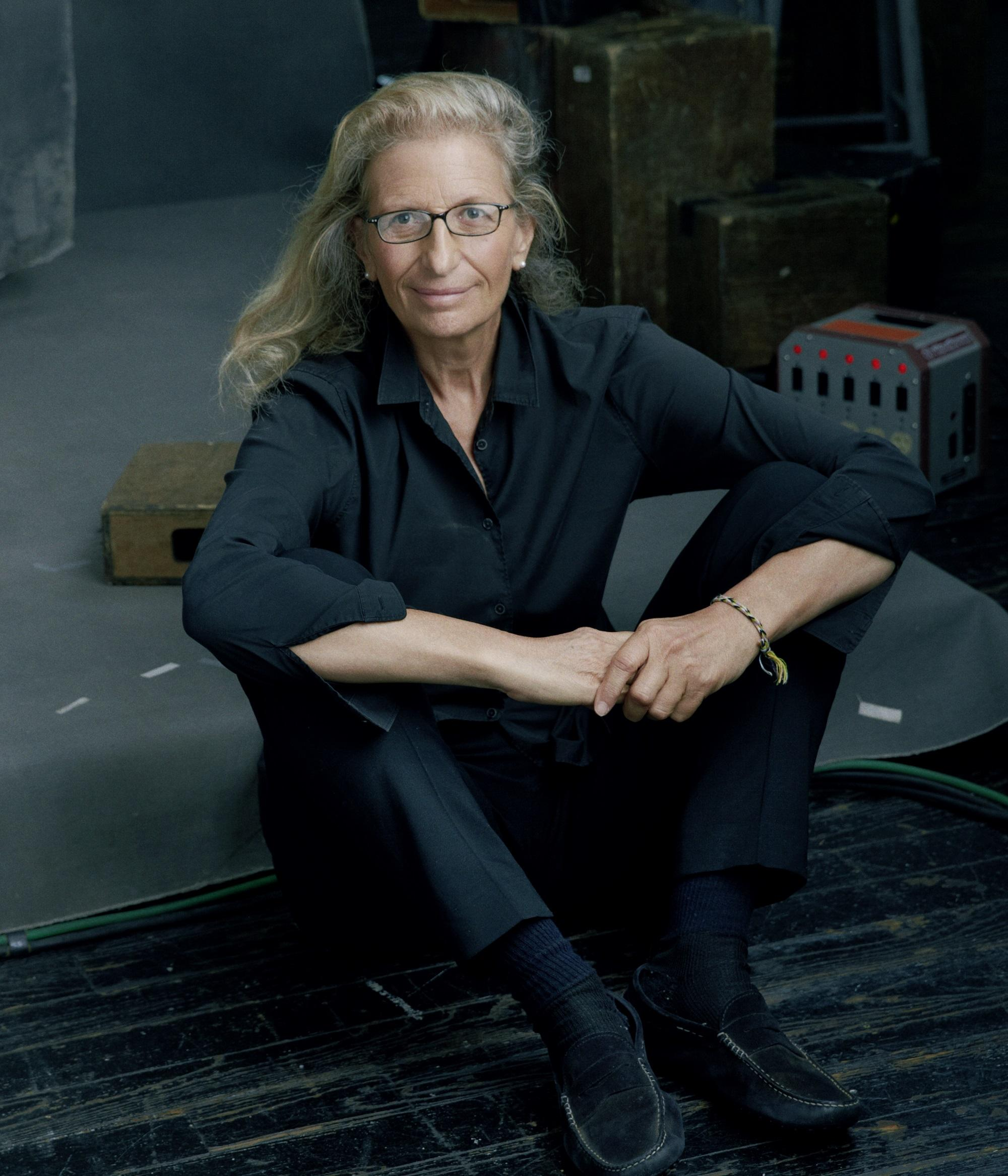 photographer annie leibovitz kalw. Black Bedroom Furniture Sets. Home Design Ideas