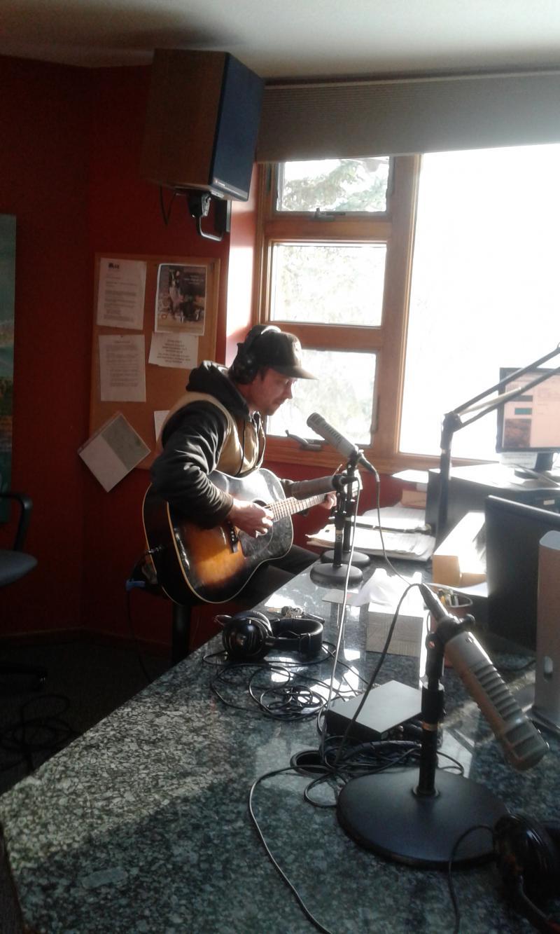 Erik Koskinen live in the KAXE studio