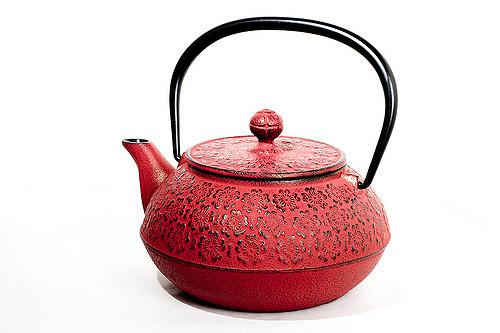 A teapot makes oatmeal easy.