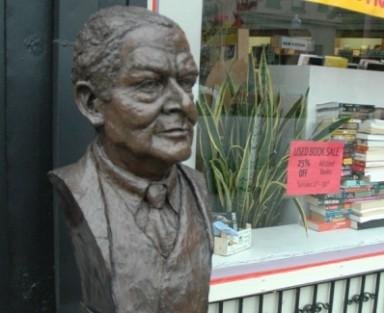 A bust of T.S. Eliot in the Central West End.