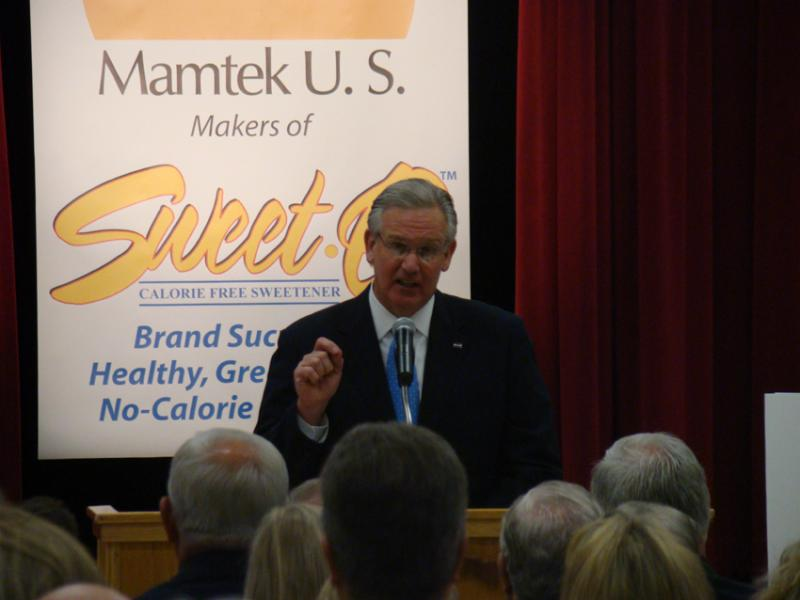 Governor Jay Nixon announcing the Mamtek plans in 2012