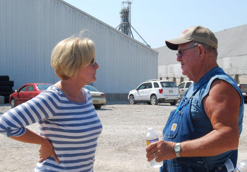 Sen. McCaskill talked to farmers about passing the Farm Bill, getting broadband internet access to rural areas, keeping small post offices open and protecting agricultural jobs by preventing federal farm dust regulations from passing.