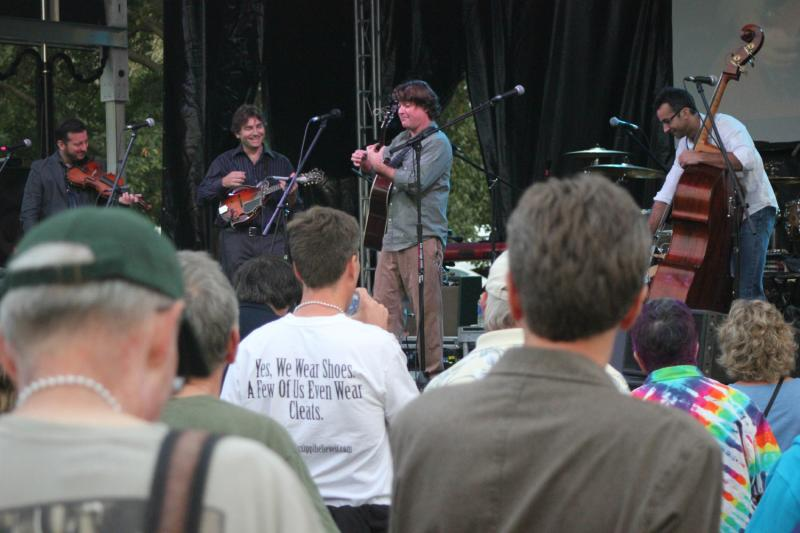 Keller Williams with the Travelin' McCourys feature a wide variety of instrumentalist on stage.