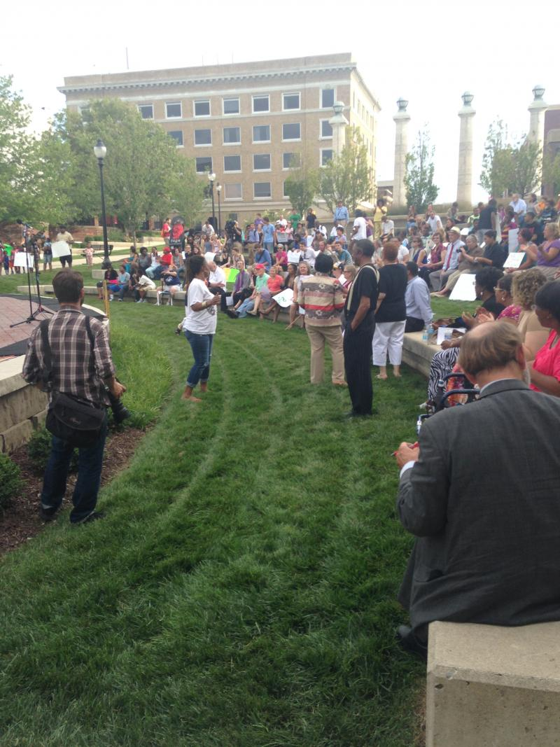 Chants begin the rally