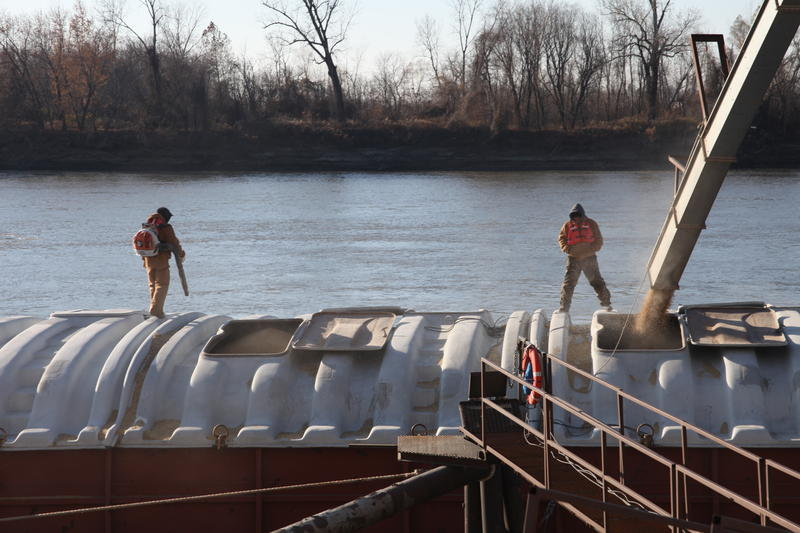 MFA Agriservices loads a barge on the Missouri River with soybeans for the first time in more than a decade.
