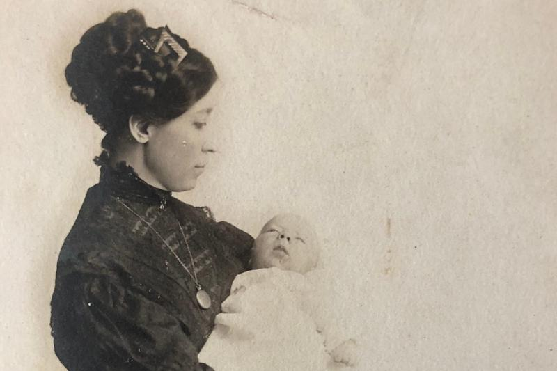 Doc Annie and one of her children, pre-1915.