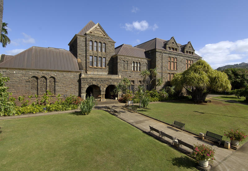 Tranquil grounds around Hawaiian Hall at Bishop Museum