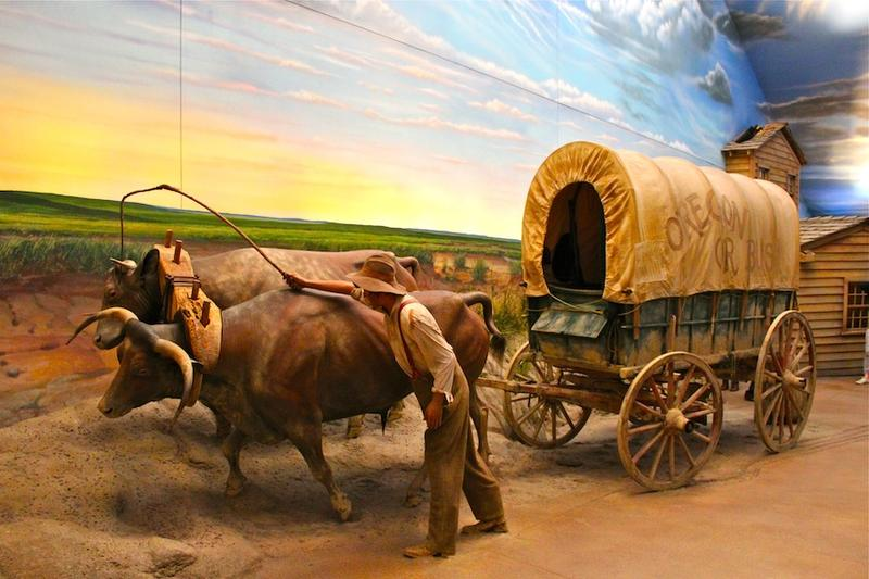 Covered wagons at Great Platte Archway
