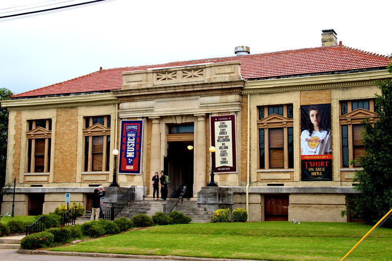 Carnegie Center for Arts and History in Jackson, Tennessee