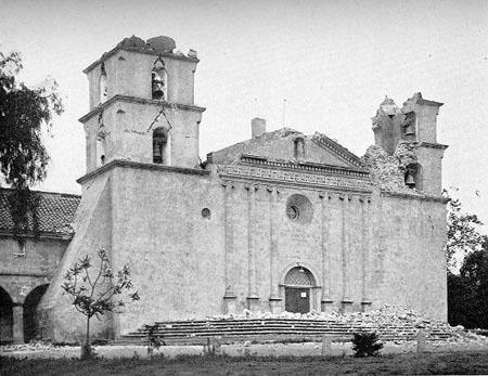 Mission Santa Barbara in 1925, after an earthquake epicentered near Isla Vista.