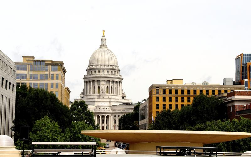 Monona Terrace rooftop deftly frames Wisconsin State Capital