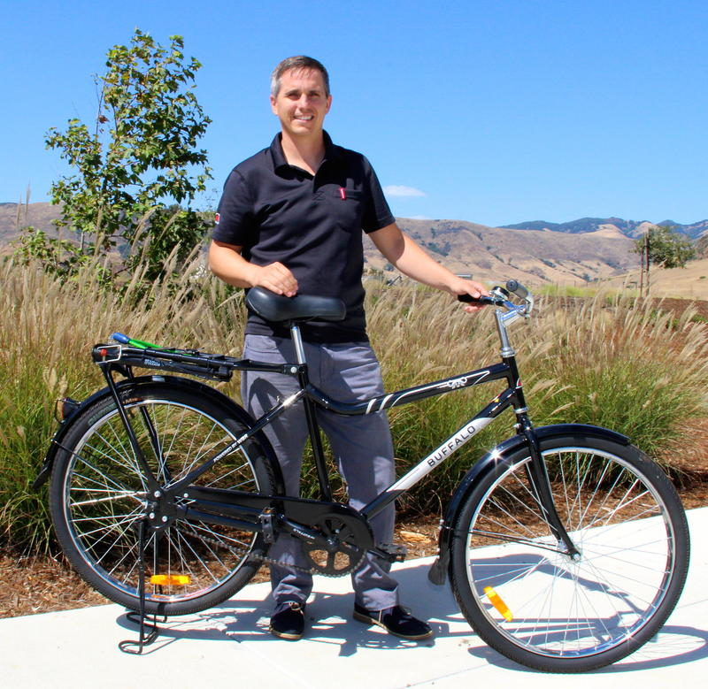 SRAM Design Engineer Will king shows off a Buffalo Bicycle