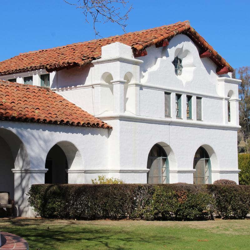 The Hacienda was disigned for entertaining as as a ranching business-- Hearst and his play pals would barbque and listen to live mariachi bands performing from an upstairs balcony