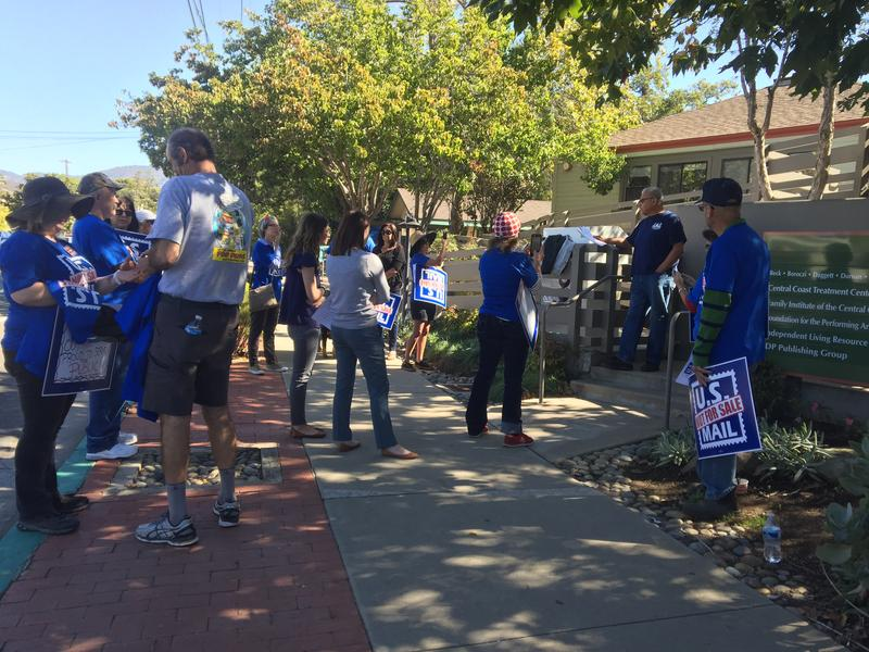 SLO rally participants listened to NALC chapter president Alfred Ramos outline the union's concerns.
