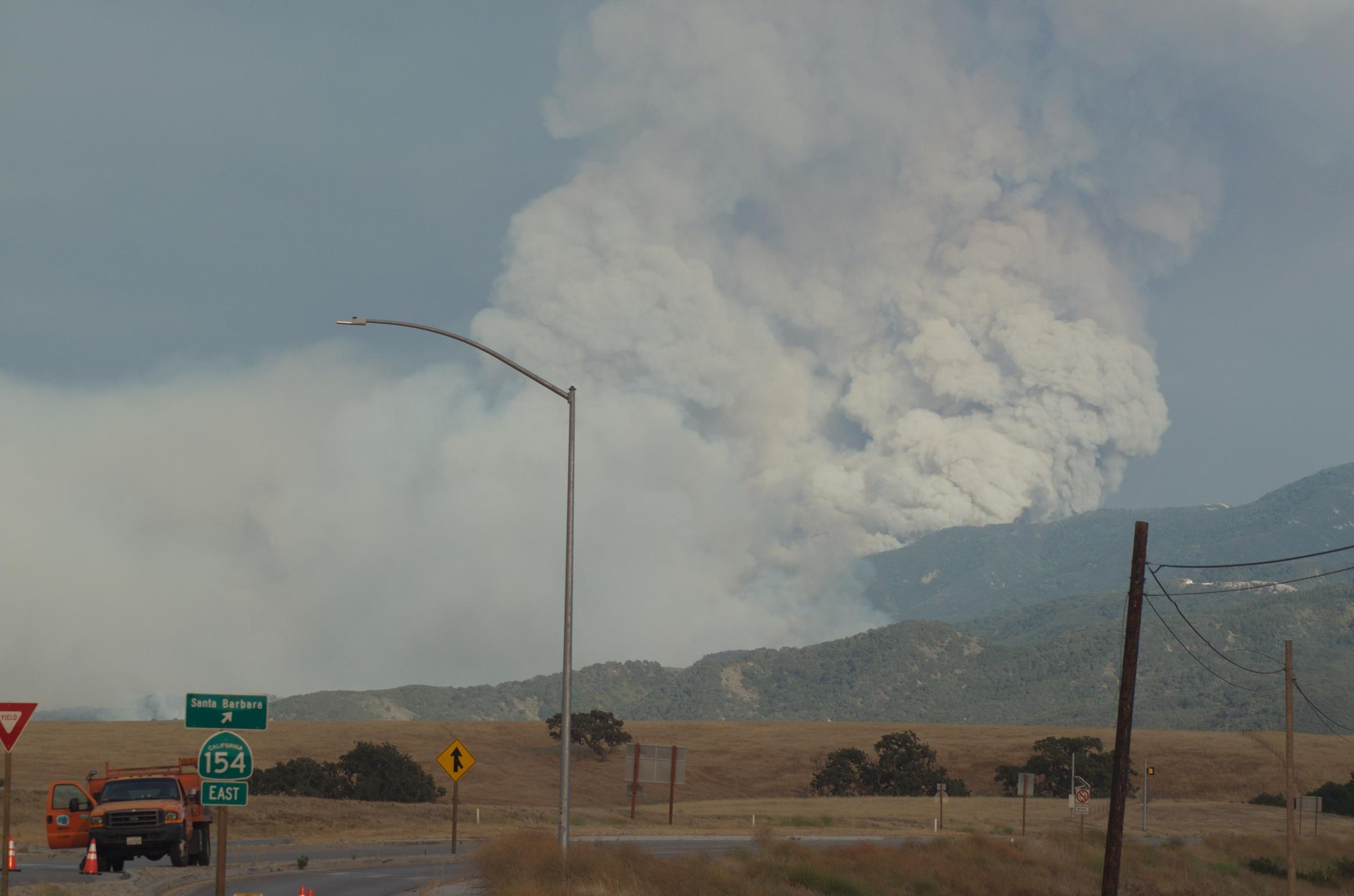 Alamo fire explodes to 3000 acres; mandatory evacuations ordered, shelter opened