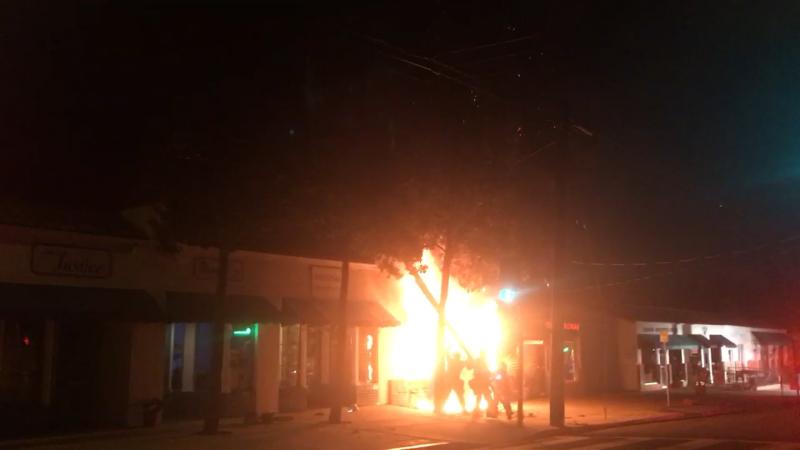 Fire hits a Santa Barbara landromat early Monday morning