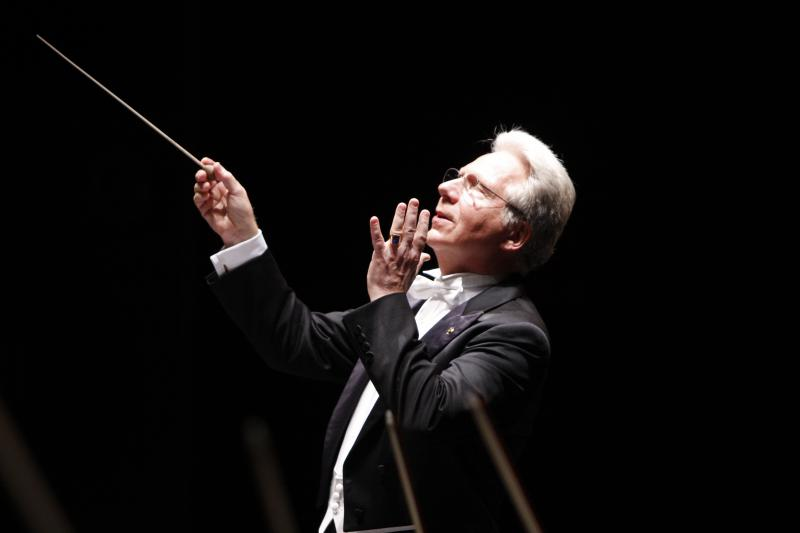 Conductor John Mauceri will lead the New West Symphony, and some 60 singers in a series of weekend concerts In Ventura and Los Angeles County honoring the legacy of Leonard Bernstein