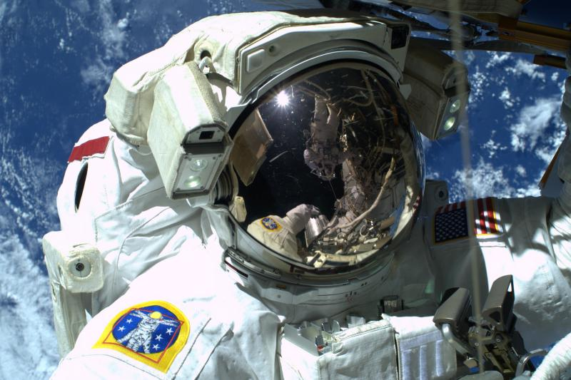 Astronaut Terry Virts takes a spacewalk