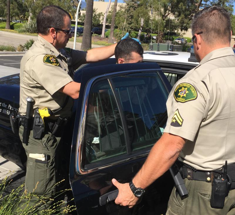 Santa Barbara County Sheriff's deputies arrest man following brief chase in Goleta which left one officer injured