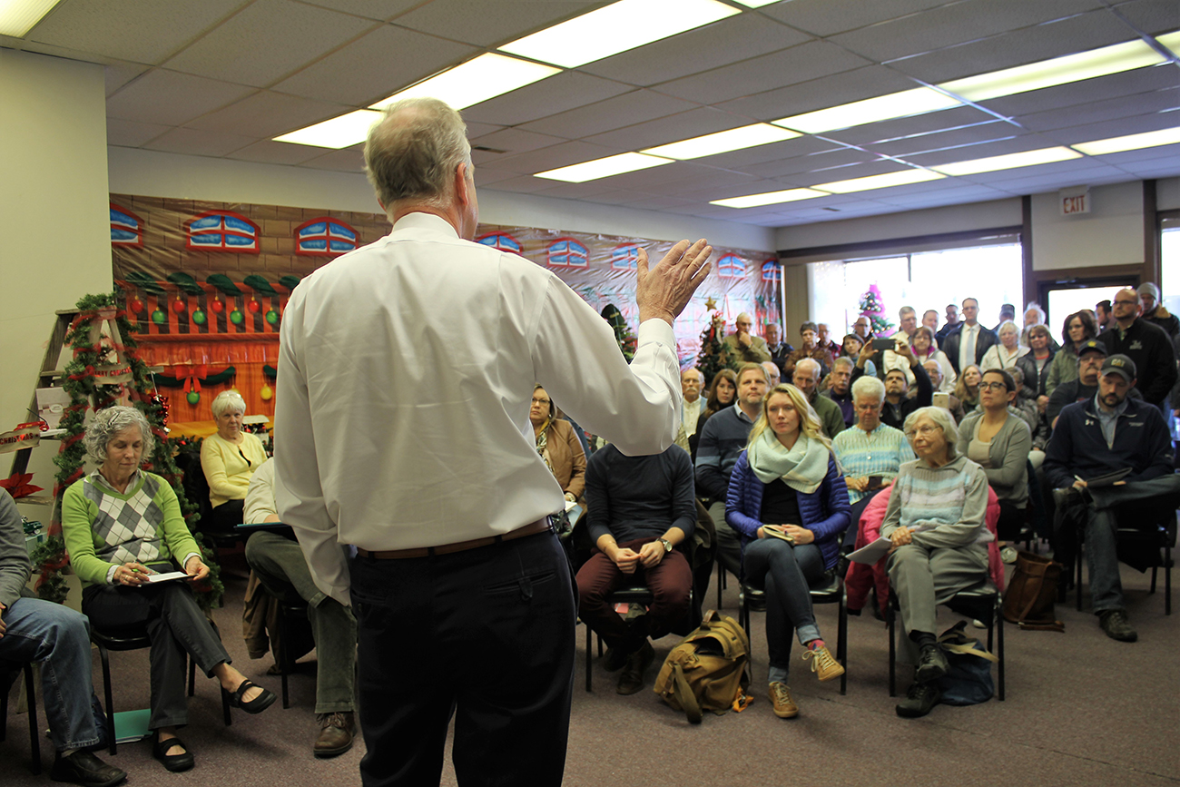kcur.org - Jim McLean - Big Crowd Shows Up In Small Kansas Town To Talk Tax Cuts With Moran
