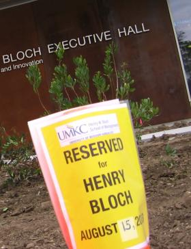 Benefactor is welcomed to first public view of new Henry Bloch Executive Hall  at UMKC.
