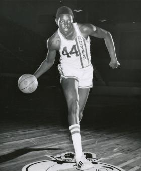 Sam Lacey playing for the Cincinnati Royals in 1971.