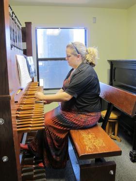 Student Amanda Schultz plays the practice carillon at KU.