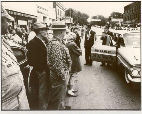 Street reporter & news car.